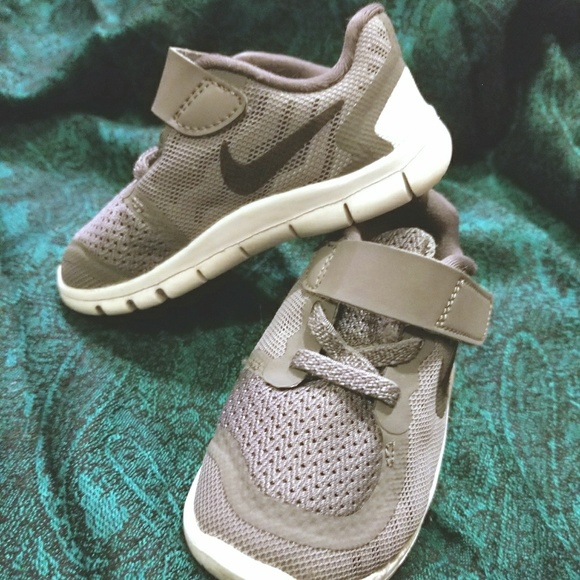d9f8c386af51 EUC Gray Baby Nike Free 5.0 Running Shoes SIZE 6C.  M 5a30cf0b713fde70cf024337