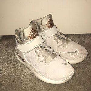 nike comfort footed sneakers