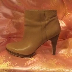 Nine West tan ankle boots size 7