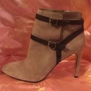 ANN TAYLOR TAN SUEDE ANKLE BOOTS SIZE 8