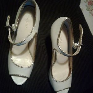Nine west cream color heels with gold trim