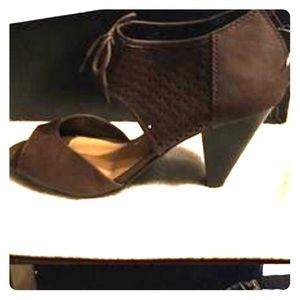 Cute shoes!! Wanting to sell fast!! Make an offer!