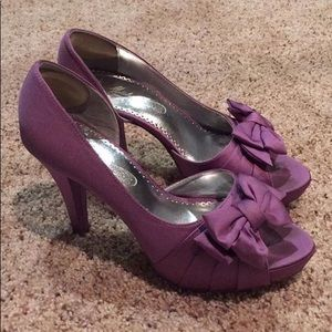 David's Bridal Lilac satin heels
