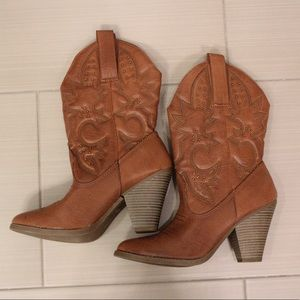 Western Boots with Embroidered Detail