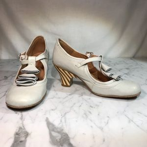 VINTRO heels, hand made in buttery leather. Cute!