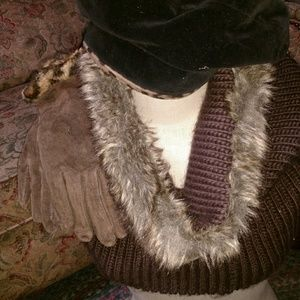 Neck scarf with fur, Beret with cheetah lining,