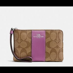 NWT Coach beautiful wristlet!!