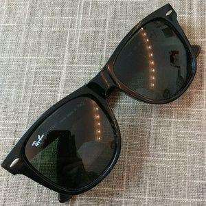 Ray-Ban WAYFARER style sunglasses