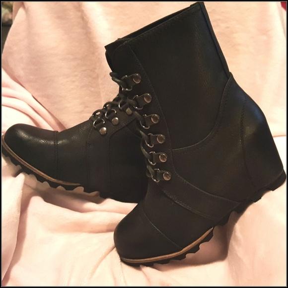 1864e9fbfb2f Merona Womens Hiker Lace Up Wedge Boots Size 7