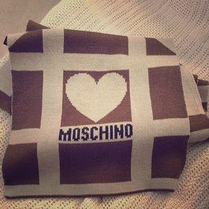 Moschino hearts scarf