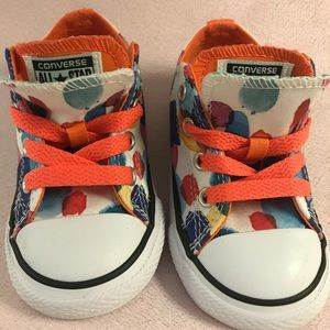 Baby converse sneakers. Size 6. Never worn.