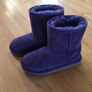 Little Girl's Ugg boots