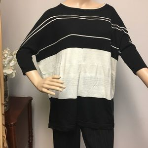 Ann Taylor loose fitting knit blouse XS/S