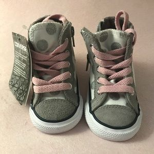 Baby converse sneakers (high tops). Size 4. NWT