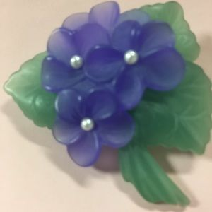 Jewelry - Rockingly Retro Vintage Frosted Lucite Pin