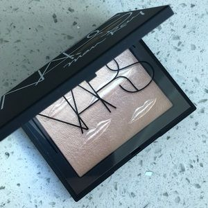 NARS Man Ray Overexposed Glow Highlighter