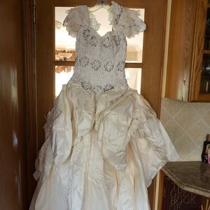 Wedding dress. Pure silk & imported lace