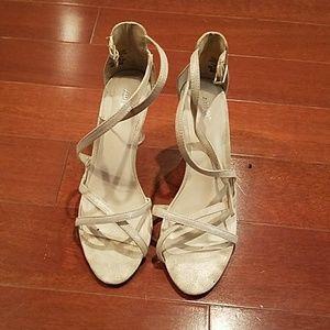 Apt 9 silver/whitish heels