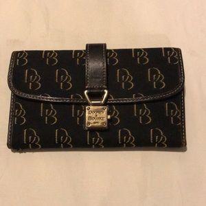 Black Dooney&Burke Vintage Wallet