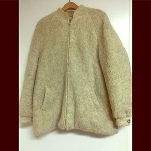 Beautiful vintage wool coat by Hilda LTD.
