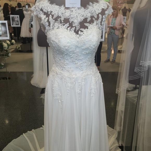 """4692bfbb0b44 Pronovias """"ALBA"""" Wedding Gown"""