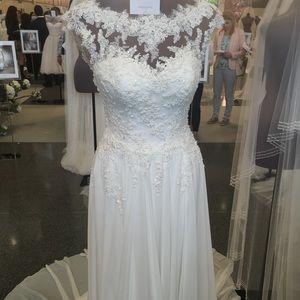 """Pronovias """"ALBA"""" Wedding Gown"""