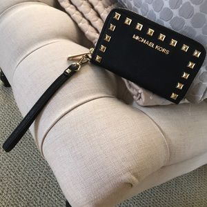 Gorgeous Michael Kors wristlet wallet