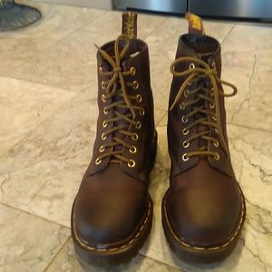 Dr doc martins 8 hole lace up airwair boots sz 7.5