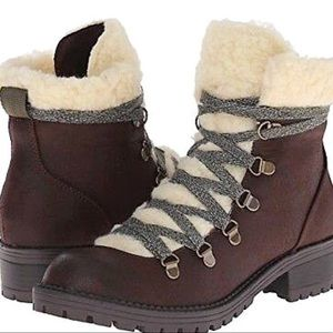 NIB Laceup hiking bootie with faux shearling SZ 9
