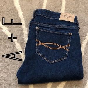 ABERCROMBIE AND FITCH SUPER SKINNY JEAN 2S