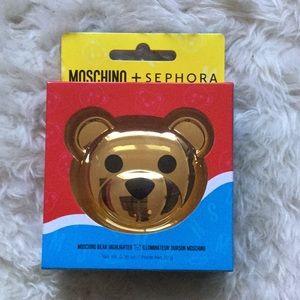 New in box bear moschino + sephora highlighter.