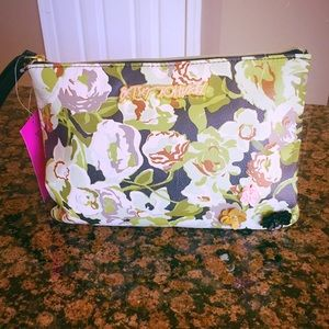 Classy POUCH WRISTLET OLIVE by BETSEY JOHNSON.