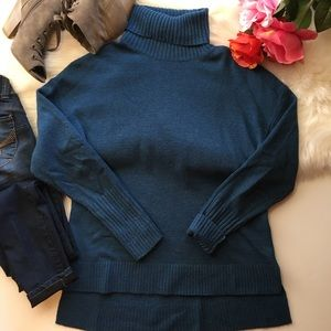 🎉J. Crew relaxed turtle neck sweater