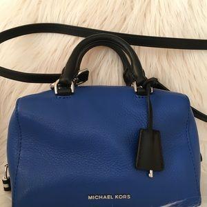 Michael kors cross body bag! XS satchel Leather!