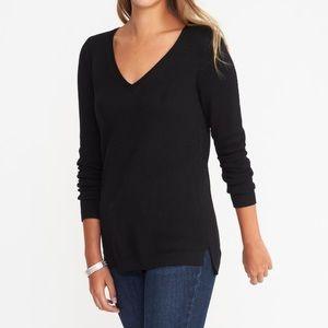 Black V neck cotton sweater!