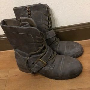 Perfect condition combat boots!