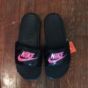 Nike slip one NWT size 8 with box