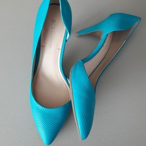 BCBGeneration Reptile Bright Teal Pumps Size 9