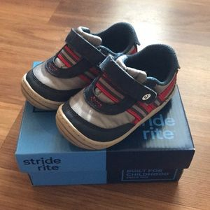 Stride Rite Toddler Boys Shoes size 5 1/2