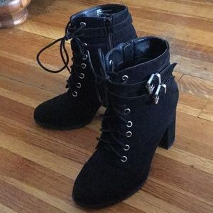Madden Girl Klaim Lace up Boot - size 7