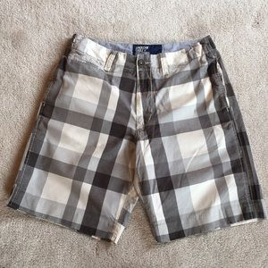 AEO Men's Gray and White Check Shorts.