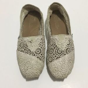 Toms Crochet Ivory Womens Shoes size 6.5