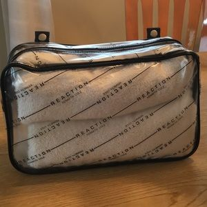 KENNETH COLE Large Travel Pouch