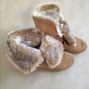 TOMS Nepal Boots Faux Fur