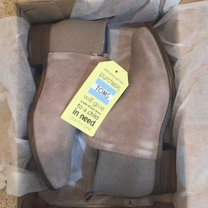 NWT Toms taupe booties