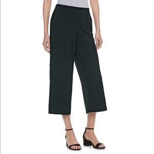Elle Wide Leg crop/Ankle Gaucho Pant in Black