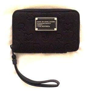Marc by marc jacobs wallet. Never been used.