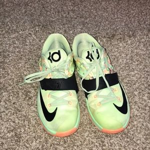 Kevin Durant b-ball shoes