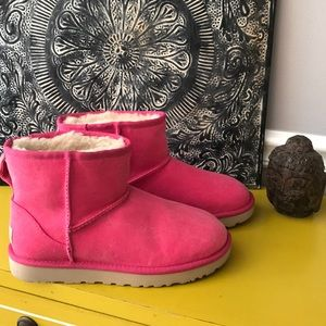 "UGG BOOTS ""NEW"" PINK SZ 7"