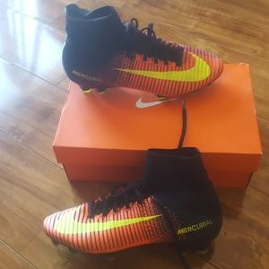 NIKE BOYS SOCCER CLEATS